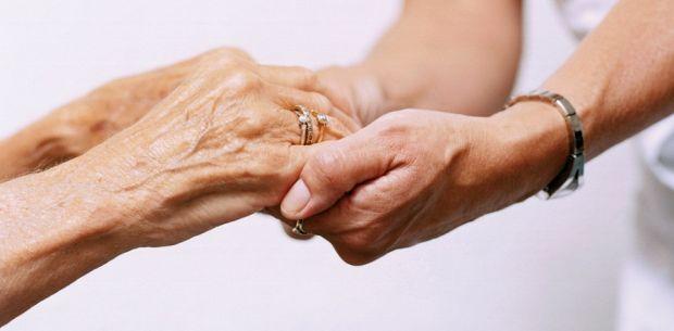 Resultado de imagem para cuidado de idoso