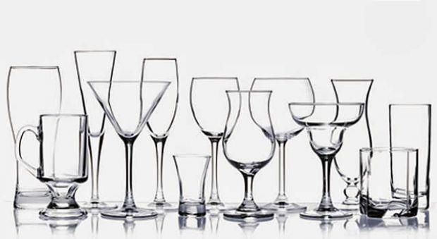 Uso de copos e bebidas, segundo as regras de etiqueta